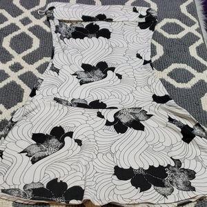 5/$25 Guess black & white flower dress size small